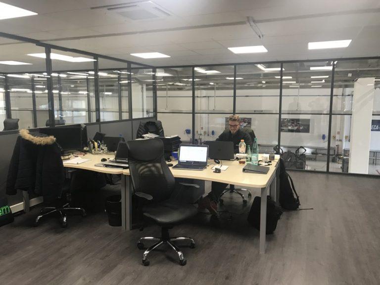 GRAFF Racing – L'un des bureaux des ingénieurs.