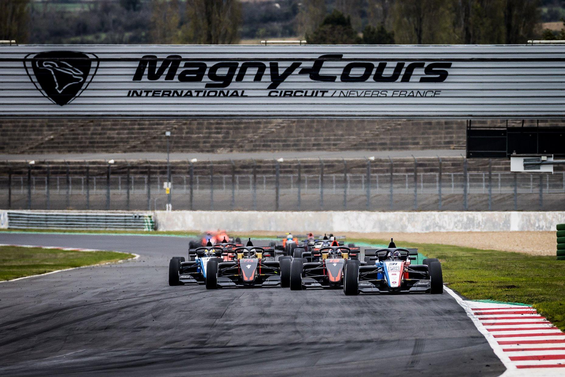 pour l'ensemble des protagonistes de l'Ultimate Cup Series, la saison 2021 a repris ses droits au Mans mi-septembre, se poursuivra à Magny-Cours et s'achèvera à Estoril